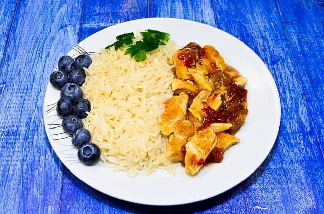 ris med gryta på tallriken